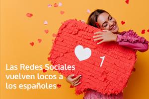 Una joven agarra un corazón con forma de corazón y una aplicación de redes sociales