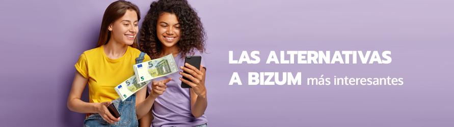 Unas chicas se transfieren dinero desde el móvil
