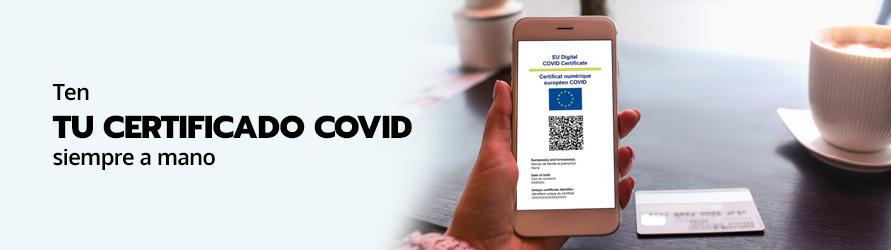Un télefono móvil con el código QR con el certificado digital Covid